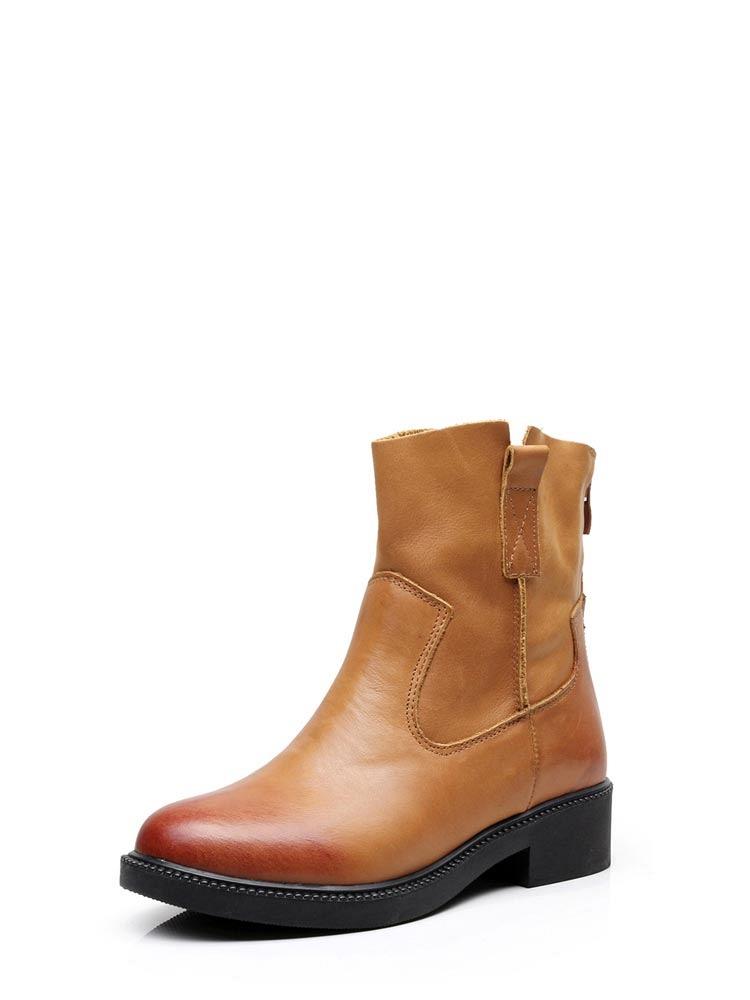 《街头靴子美女》:靴子美女踩人蛋图片:美女穿靴子