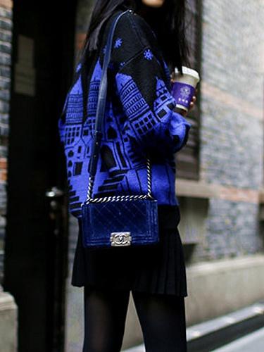 蓝色 卡通城堡毛 衣
