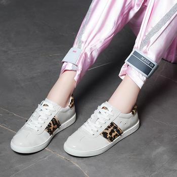 新款韩版时尚潮百搭铆钉女单鞋