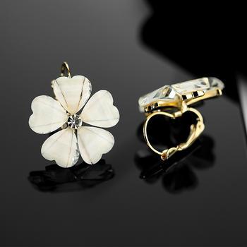 戴拉  甜美花朵简约耳扣耳环
