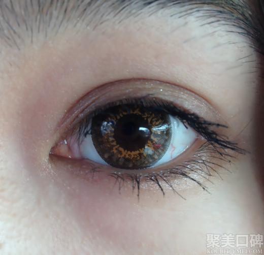 先来一张素颜的眼睛特写:有点